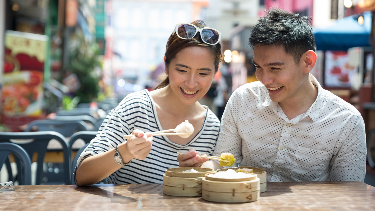 couple eating dumplings; image used for HSBC Philippines Red Hot Deals page