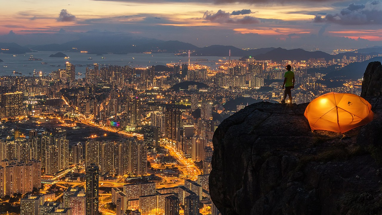 Man on hill at night overlooking the skyline; image used for HSBC Philippines Foreign currency savings accounts