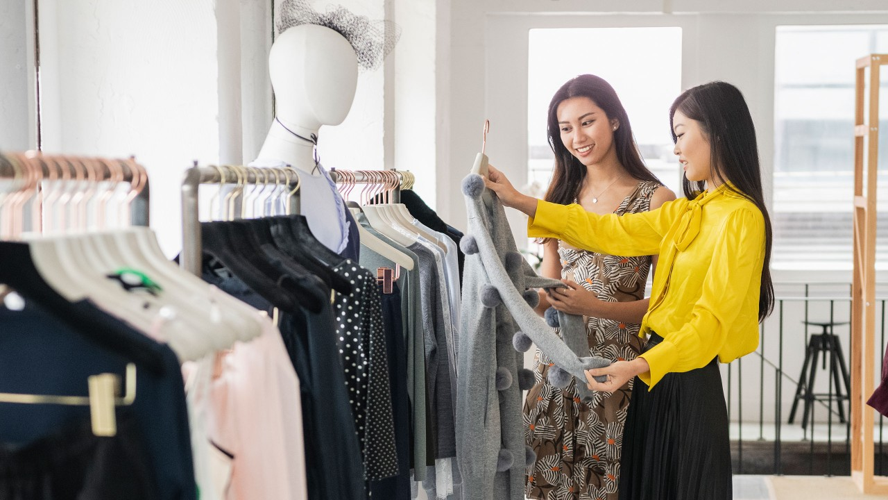 Two women shopping; image used for HSBC Philippines Premier Exclusive Offer page