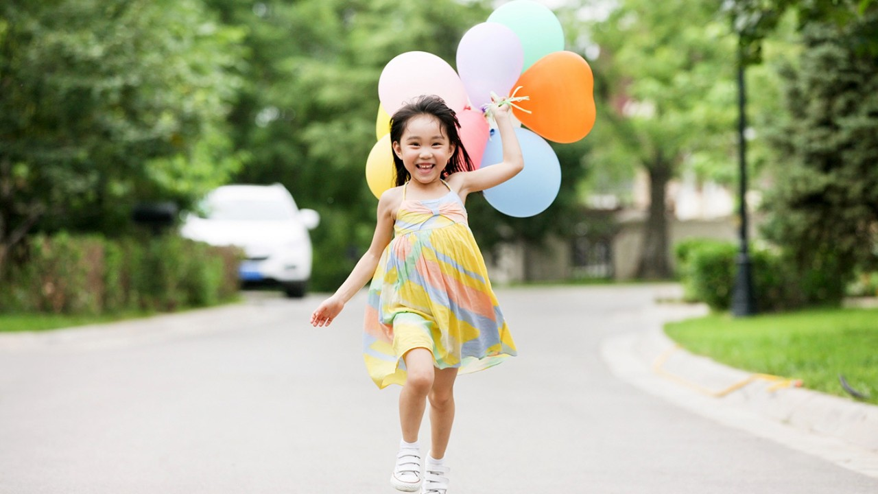 Girl running with balloons in hand; image used for HSBC Philippines Balance Conversion Plan