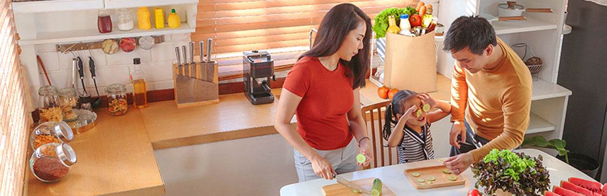 Family unpacking groceries and making dinner: image used for HSBC Philippines Cash Rebate page