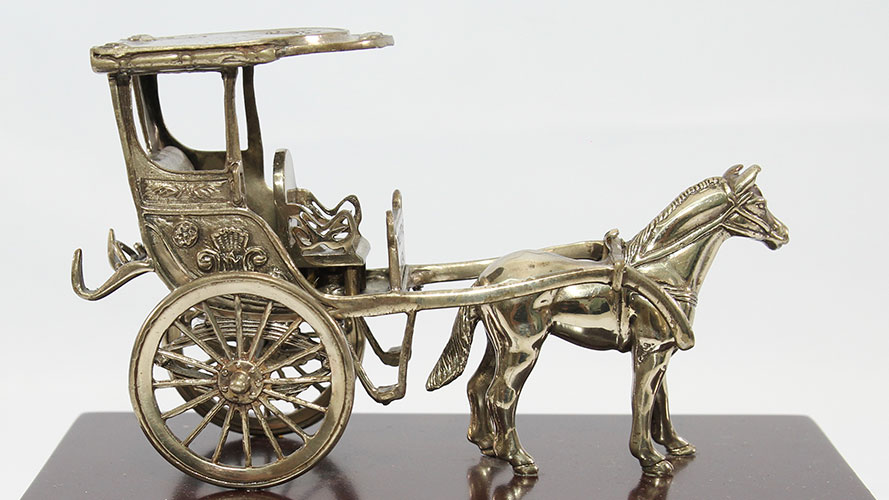Horse and carriage figurine; image used for HSBC Philippines Red Hot Deals Love Local page
