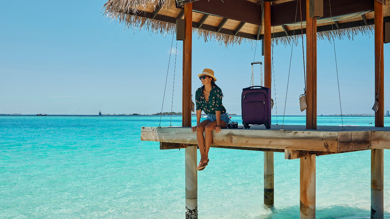 Lady sitting on the end of a dock; image used for HSBC Philippines Red Hot Deals Travel page